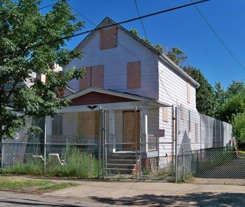 克利夫兰的企业家以下地址是否告诉您一些事情? 2207 Seymour Avenue有趣......