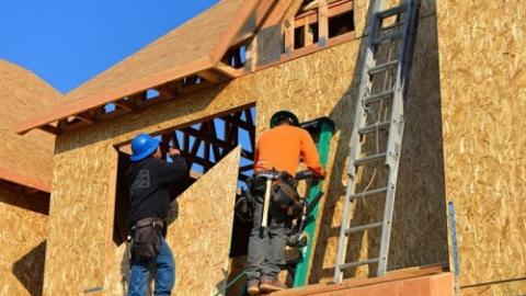 דוח חדש חושף את הסיבות להחרפת משבר העובדים בתעשיית הבנייה. עם מחסור של 200…