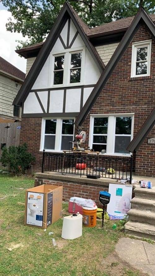רגע לפני סיום עוד פרויקט פליפ בדטרויט בודקים את מצב הבית, איכות השיפוץ ומתכננים…