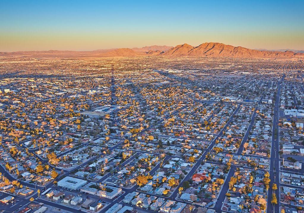"""אתר נדל""""ן מוביל טוען: מחירי הבתים בלאס וגאס צפויים לרדת בשנה הבאה. עם התייק..."""