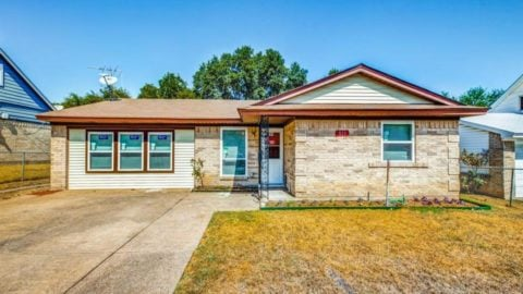 Looking for a home in Donckenville? This home in Donceville offers: • ...