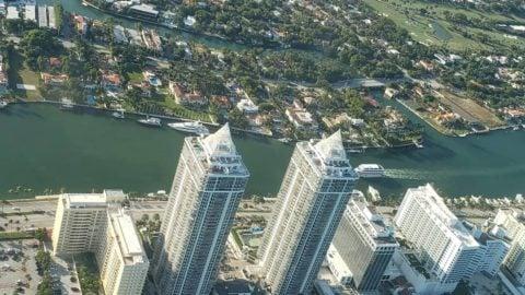 邁阿密海灘令人驚嘆的空氣誰想加入城市天際線航班?