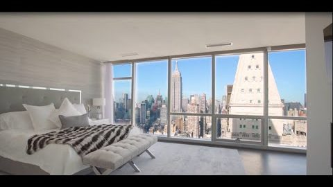 Dentro de hermoso condominio en la ciudad de Nueva York con vista espectacular